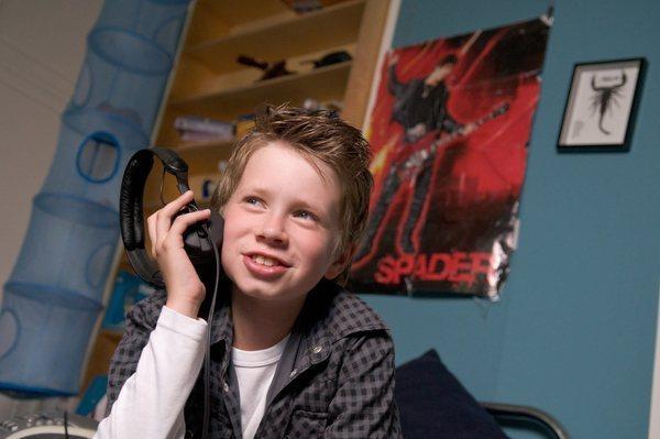 Bild 1 von 18: Lasse (Lukas Schust) ist überzeugt, dass der amerikanische Rockmusiker Dylan Spader sein Vater ist.