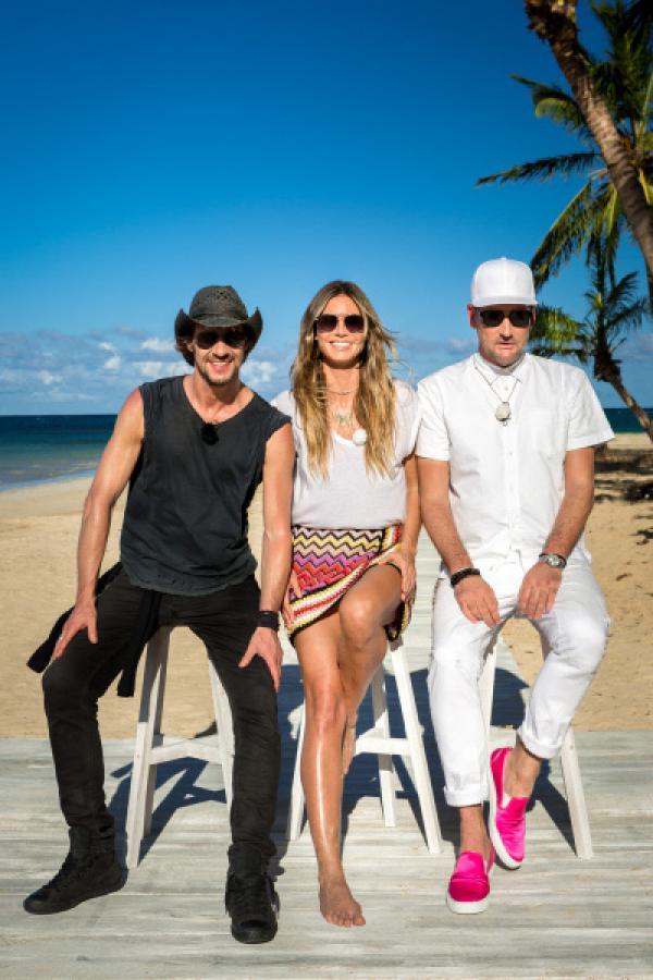 Bild 1 von 2: Auch dieses Jahr sucht Heidi Klum (M.) wieder das schönste Mädchen Deutschlands. Am karibischen Traumstrand sind Thomas Hayo (l.) und Michael Michalsky (r.) ebenfalls wieder in der Jury.