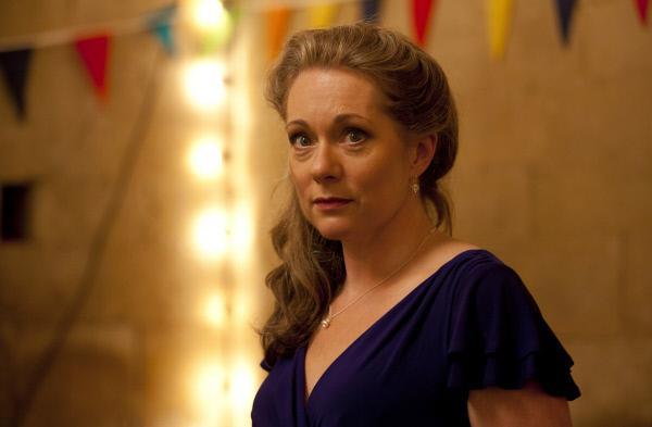 Bild 1 von 5: Juliet Comfort (Emily Joyce) ist erst kürzlich ins Dorf gezogen und kaum jemand kennt sie richtig gut. Ist sie eine Frau, der man trauen kann, oder hat sie etwas zu verbergen?