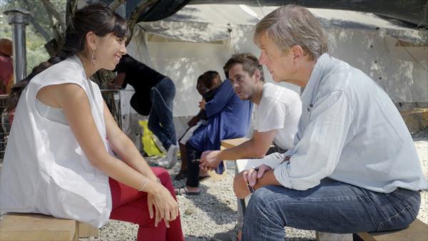 Bild 1 von 14: Die Spanierin Idoia Moreno betreut für die Organisation \