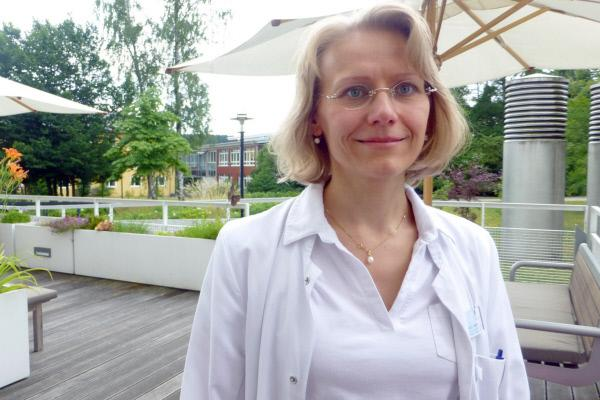 Bild 1 von 3: Dr. Silke Pietsch leitet die Palliativstation in Hof. Bei ihren Patienten geht es nicht mehr um Behandlung auf Lebensverlängerung, sondern darum, das Sterben zuzulassen und dabei Leiden weitgehend zu lindern.