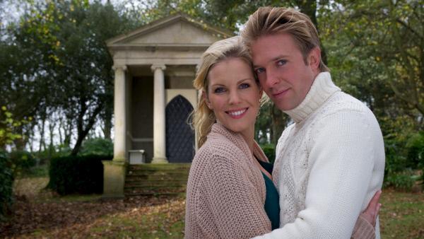 Bild 1 von 10: Stella Franklin (Ivonne Schönherr) und David Brighton (Hubertus Grimm).