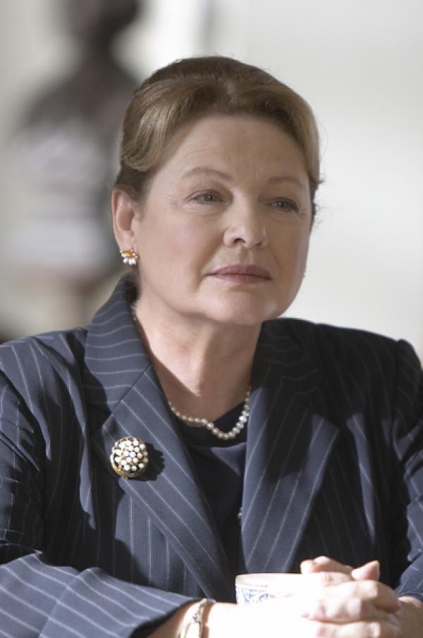 Bild 1 von 13: Energieministerin Shirley Abbott (Dianne Wiest).