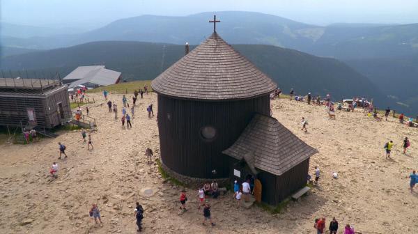 Bild 1 von 2: Die Laurentiuskapelle auf der Schneekoppe.