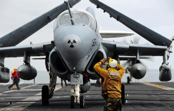Bild 1 von 1: Ohne elektronische Störflugzeuge, wie die EA-6B Prowler und die EA-18G Growler, die die gegnerischen elektromagnetischen Ausstrahlungen erfassen und analysieren, ist ein heutiger Krieg kaum noch denkbar.