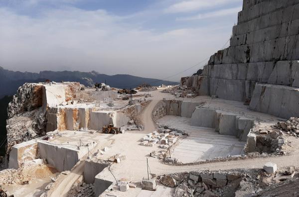 Bild 1 von 3: Mehr als 5 Millionen Tonnen Marmor werden jedes Jahr aus den Carrara-Steinbrüchen in der Toskana herausgezogen.