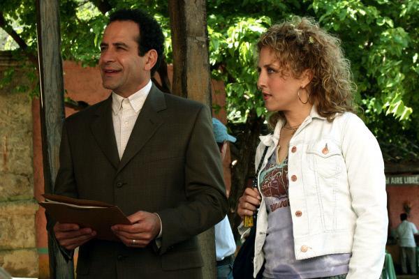 Bild 1 von 2: Ein unschlagbares Team: Superhirn Monk (Tony Shalhoub) und Sharona (Bitty Schram), Assistentin für alle Lebensfragen.