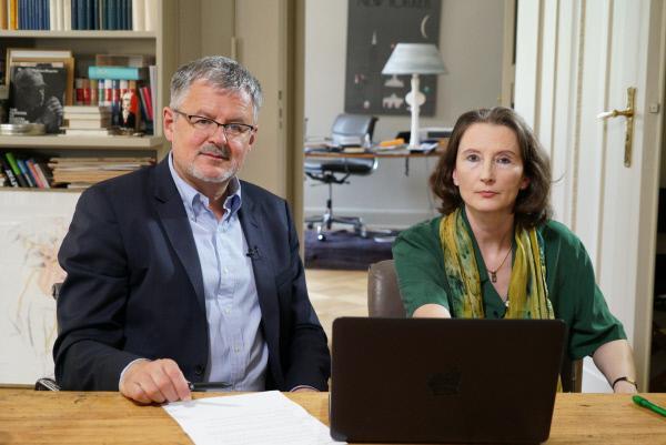 Bild 1 von 9: Christopher Clark mit Prof. Monika Schwarz-Friesel, die über den zunehmenden Antisemitismus im Internet forscht.