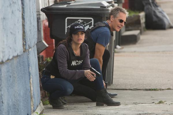 Bild 1 von 17: Als Tammys (Vanessa Ferlito, l.) krimineller Ex plötzlich wieder in New Orleans auftaucht, steht NCIS- Boss Pride (Scott Bakula, r.) vor einer echten Herausforderung: Kann er seiner Agentin noch trauen?