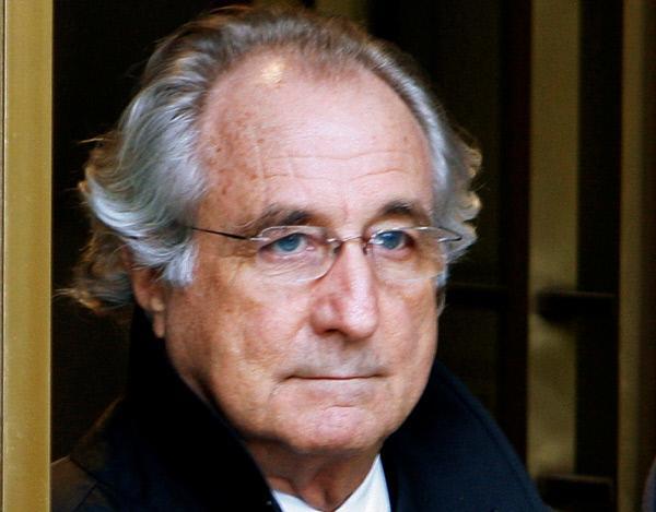 Bild 1 von 3: Finanz-Betrüger Bernard Madoff während der Gerichtsverhandlung 2009.