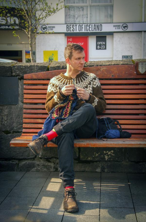 Bild 1 von 7: Immer mehr Männer in Island stricken ganz offiziell und beleben damit eine uralte Tradition der Seefahrer.