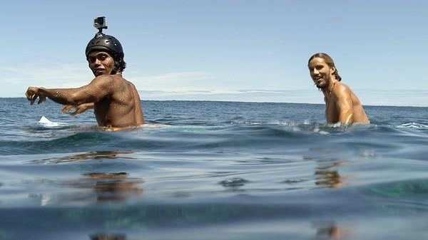 Bild 1 von 7: Die zwei Surfer (Jose \
