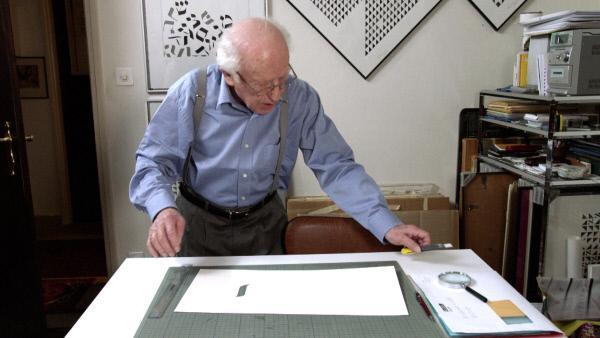Bild 1 von 5: Fishel Rabinowicz an seinem Arbeitstisch.