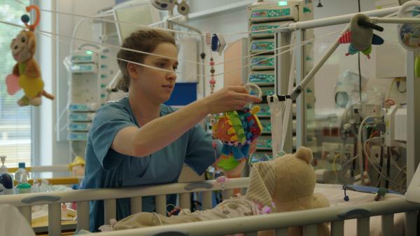 Bild 1 von 5: Hochqualifizierte Pflegerinnen sind rar auf den Kinderstationen.