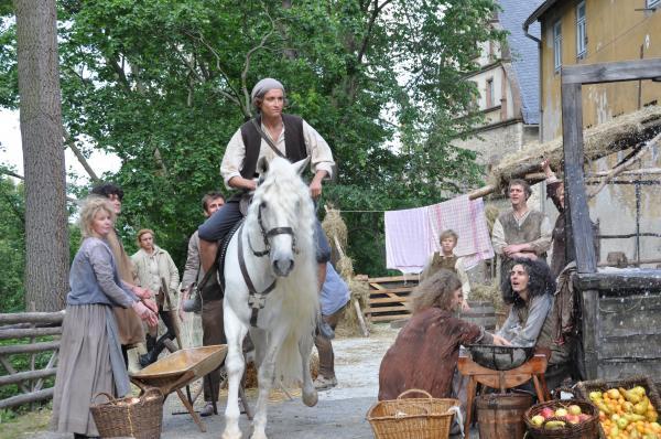 Bild 1 von 5: Um seine Prinzessin zu heiraten, muss sich Hans (Belà Baptiste) beeilen.
