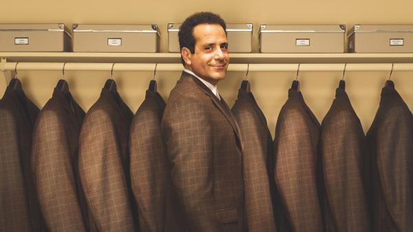 Bild 1 von 2: Adrian Monk (Tony Shalhoub) - ein Mann, ein Stil.