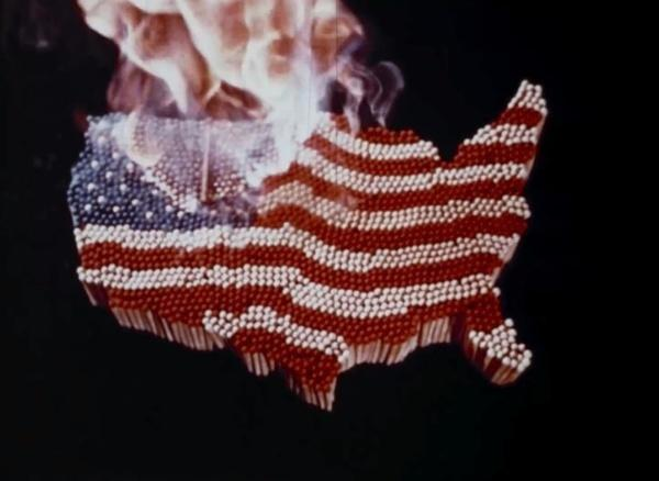 Bild 1 von 3: Michael Moore seziert die politischen und gesellschaftlichen Prozesse bis zu Donald Trumps Amtseinführung und prangert soziale Ungleichheit an.