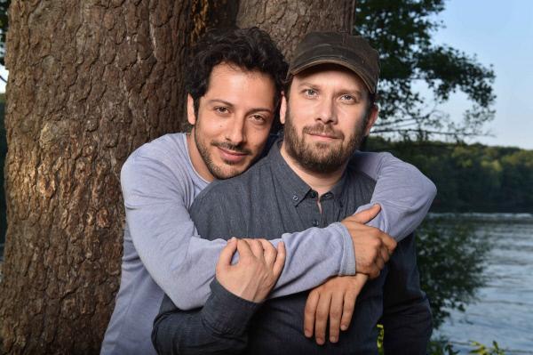 Bild 1 von 7: Freunde fürs Leben? Christian Ulmen (r.) und Fahri Yardim (l.)