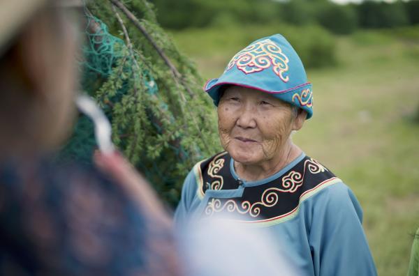 Bild 1 von 5: Tanjas Mutter Efrosinja Schkalygina ist stolz darauf, eine Niwchen zu sein und wünscht sich, dass die Traditionen erhalten bleiben.