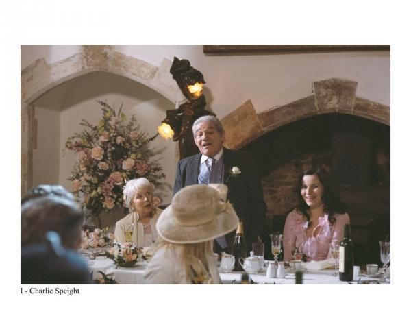 Bild 1 von 5: Charlie Speight (Trevor Peacock, M.) und Peggy Alder (June Whitfield, l.) heiraten. Peggys Tochter Sarah Douglas (Kate Fleetwood, r.) feiert mit.