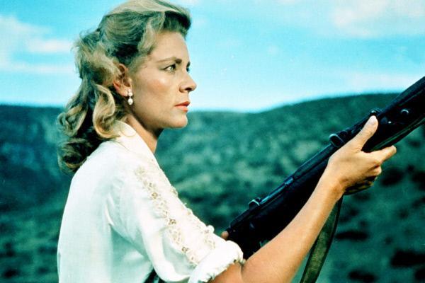 Bild 1 von 5: Als Captain Scott und der Verräter Mr. Van Leyden auf dem Dach des Zuges kämpfen, beschließt die Gouvernante Catherine Wyatt (Lauren Bacall), selbst einzugreifen.
