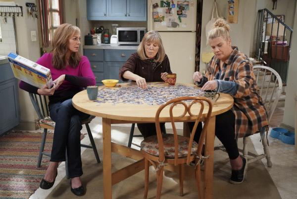 Bild 1 von 10: (v.l.n.r.) Bonnie (Allison Janney); Marjorie (Mimi Kennedy); Tammy (Kristen Johnston)