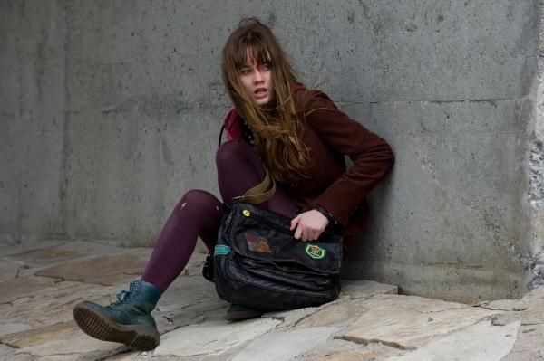 Bild 1 von 11: Logans Tochter (Liana Liberato) ger?t ebenfalls ins Fadenkreuz der Killer.