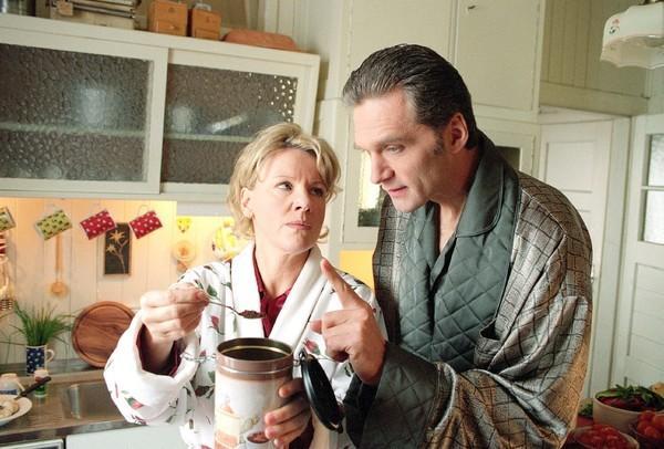 Bild 1 von 8: Dr. Schmidt (Walter Sittler) und Nikola (Mariele Millowitsch)