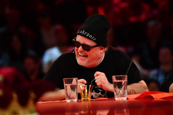 Bild 1 von 9: Comedian Markus Krebs kommt aus dem Lachen nicht mehr raus.