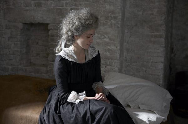 Bild 1 von 7: Marie-Antoinette (Maud Wyler) wird in die Conciergerie, das Gefängnis des Revolutionstribunals, überführt. In diesem auch als ?Vorzimmer des Todes? bezeichneten Kerker soll das Urteil über die letzte Königin Frankreichs gefällt werden.