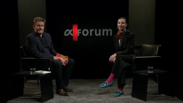 Bild 1 von 3: Moderator Markus Kampp im Gespräch mit Bildungsjournalistin und Lerndesignerin Anke M. Leitzgen.