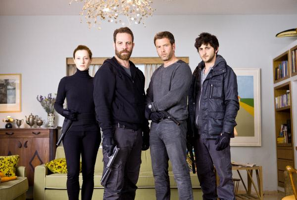 Bild 1 von 7: V.l.: Ella (Hilla Vidor), Alex (Mickey Leon), Adam Rubin (Jonah Lotan), Guy (Tomer Kapon)