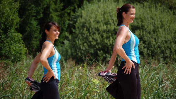 Bild 1 von 5: Die acht intensiven Übungseinheiten trainieren nicht nur die Muskeln, sondern heizen gleichzeitig den Stoffwechsel und die Fettverbrennung richtig an. Dabei schmelzen die Pölsterchen, und Bauch, Beine und Po werden intensiv in Form gebracht.