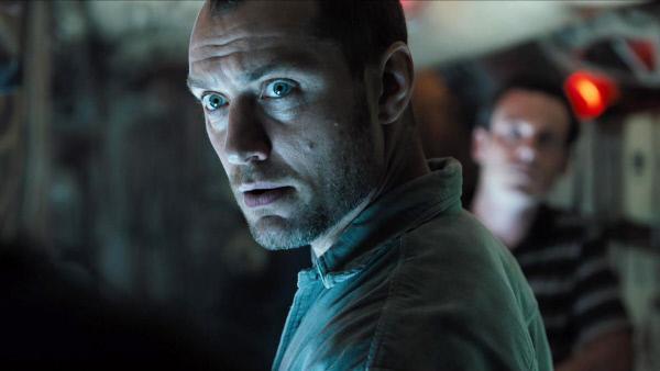 Bild 1 von 1: Captain Robinson (Jude Law) will den Goldschatz bergen.