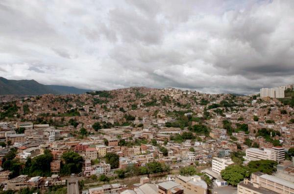 Bild 1 von 5: Blick auf das Armenviertel Petare in Caracas, Venezuela