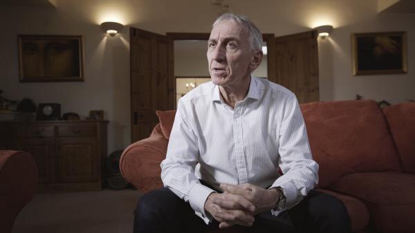 Bild 1 von 5: Russell Hicks, einer der Investoren von Felix Vossen, schaut sich das Fahndungsvideo an.