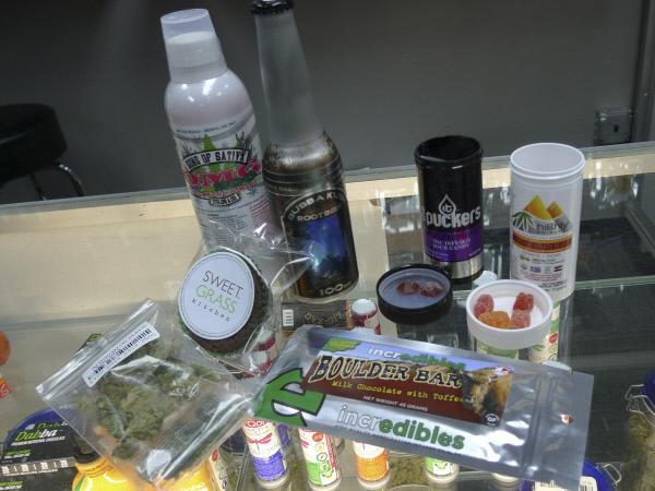 Bild 1 von 11: Breites Sortiment von Marihuana-Produkten in Denver.