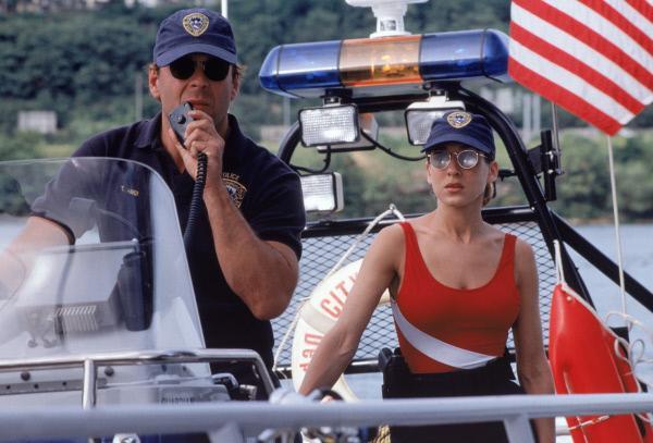 Bild 1 von 6: Jo Christman (Sarah Jessica Parker) soll Detective Tom Hardy (Bruce Willis) und seine Arbeitsweise genauer unter die Lupe nehmen.