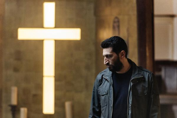 Bild 1 von 15: Assad (Fares Fares) zweifelt nie an seinem Glauben, aber an den Menschen.