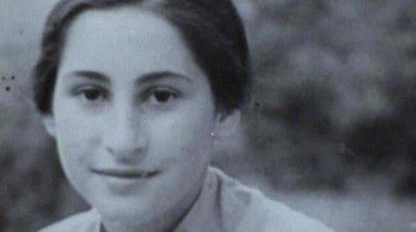 Bild 1 von 3: Esther Bejarano ist 19 Jahre alt, als sie nach Auschwitz deportiert wird.