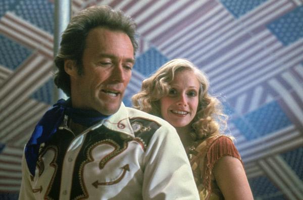 Bild 1 von 6: Kann die neue Assistentin Antoinette Lily (Sandra Locke) Bronco Billys (Clint Eastwood) kriselnde Westernshow retten?