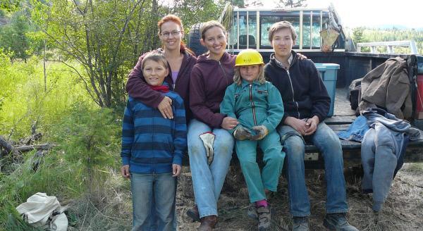 Bild 1 von 1: Seit über zwölf Jahren lebt die Hamburgerin Sanna Sevendeers mit ihrer Familie in der kanadischen Wildnis.