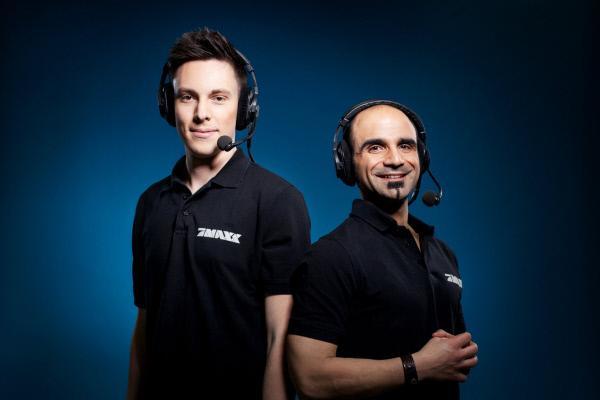 Bild 1 von 15: Manu Thiele (l.) und Walandi Tsanti (r.) kommentieren die blaue Wrestling Show \