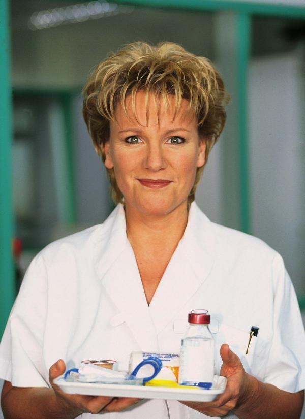 Bild 1 von 3: Im Mittelpunkt der Comedy-Serie steht die eigenwillige Nikola Vollendorf (Mariele Millowitsch).