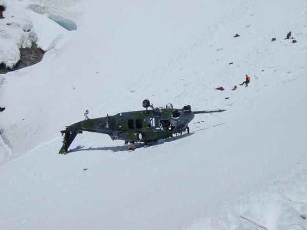 Bild 1 von 3: Hubschrauber sind geniale Maschinen, die auf jeglicher Art von Festland ohne Anlauf abheben und landen können. Sie sind flink und leistungsstark - das Transportmittel für abgelegene Rettungsaktionen und rasche Reaktionen. Die n-tv Dokumentation zeigt: Auch Hubschrauber sind einigen Risiken ausgesetzt.