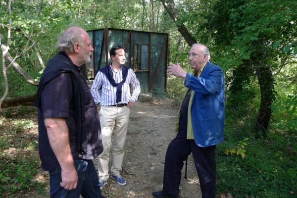 Bild 1 von 7: Lojze Wieser, Regisseur Martin Traxl, Daniel Spoerri (Künstler).