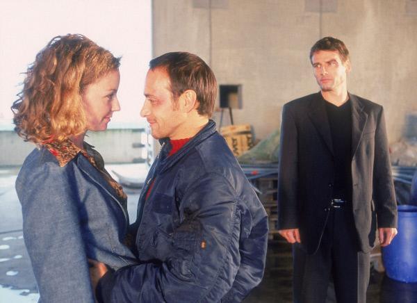 Bild 1 von 13: Semir (Erdogan Atalay) verabschiedet sich von Andrea (Carina Wiese). (re. Rene Steinke)