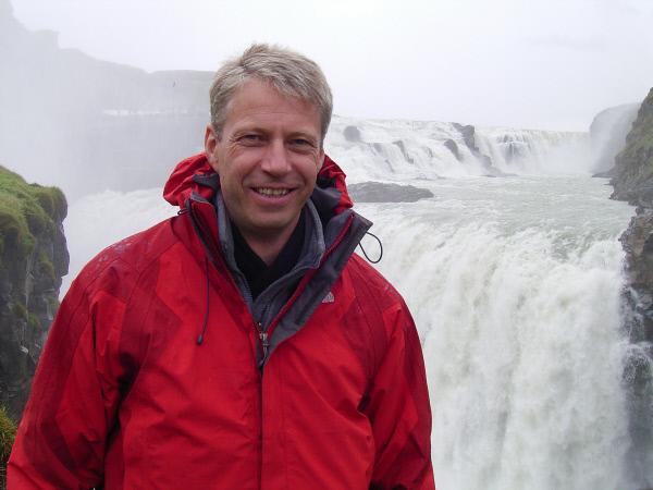 Bild 1 von 1: Wie kam das Wasser auf die Erde? Thomas Reiter sucht weltweit nach Hinweisen.