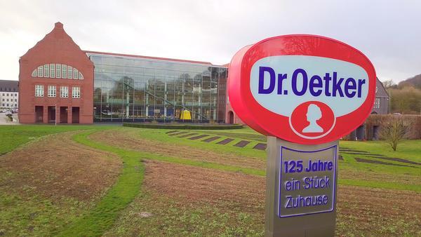 Bild 1 von 7: Die Doku hinterfragt den Lebensmittelkonzern aus Bielefeld und überprüft Herkunft, Preis und Qualität der Produkte.