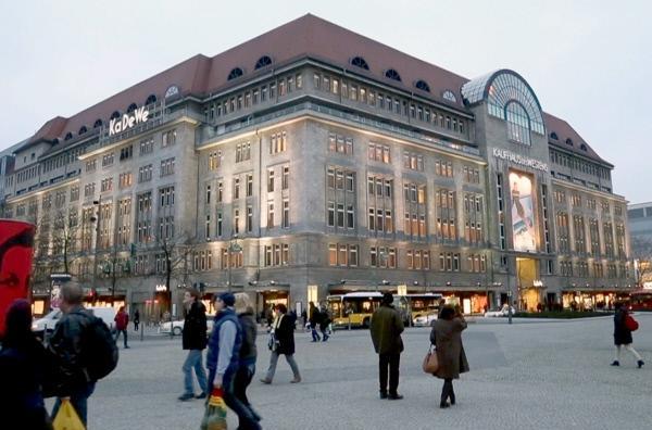 Bild 1 von 3: Der noble Berliner Stadtteil Charlottenburg mit seinem prächtigen Schloss und der berühmten Flaniermeile Kurfürstendamm steht wie kein zweiter für den typischen Berliner Chic.